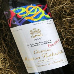 Cận cảnh nhãn hiệu niên vụ 2011 của thương hiệu rượu lừng danh đất Pháp