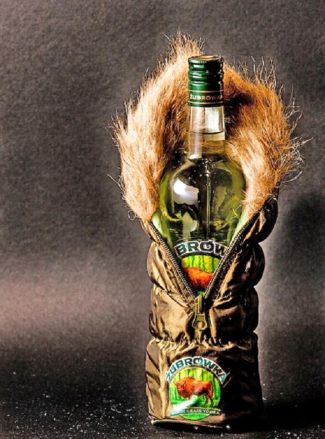 Điều bí ẩn nào đằng sau câu chuyện về Vodka Ba Lan?