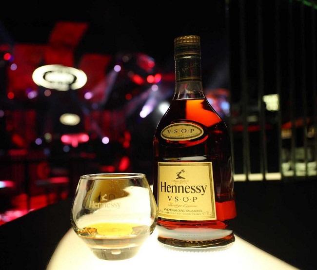 Phong cách thưởng thức rượu đậm chất hoàng gia
