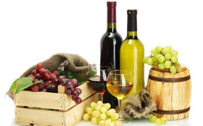 Rượu vang hạng sang kết hợp cùng phụ kiện cao cấp