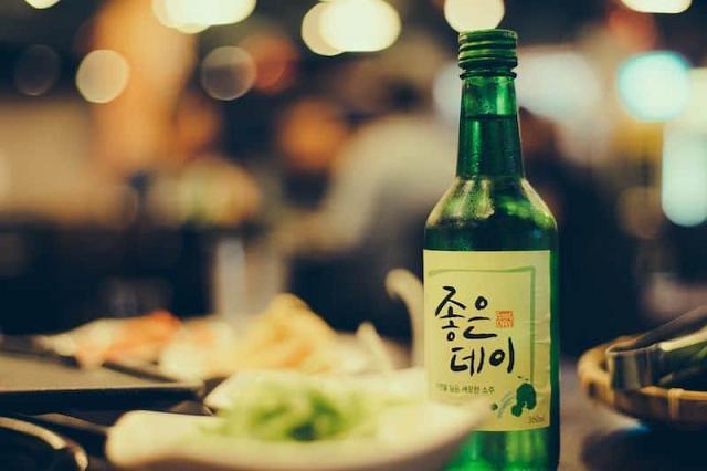Rượu Soju đã xuất hiện trong nếp sống của người Hàn từ rất lâu nhiều thế kỷ trước