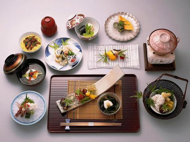 Sake và nền ẩm thực phong phú của Nhật cực kỳ hợp với nhau