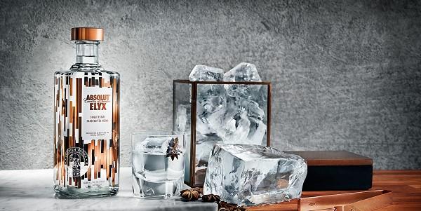 Sự tinh tế đến từ thiết kế của chai Vodka Absolut Elyx 3000ml