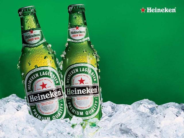 Thiết kế màu xanh bắt mắt của những chai Heineken Pháp